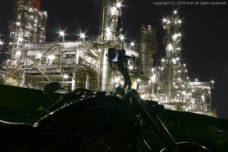 夜の工場と愛車